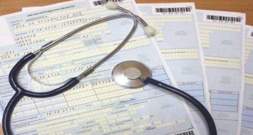 Лікарняні не скасують: українцям пообіцяли страхові виплати на карантині